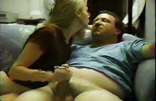 O amador homo Charlie tem pornô grátis mulher com mulher os pés e o corpo Cócegas.