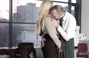 Bombshell blonde grinds stiff sexo grátis nacional cock