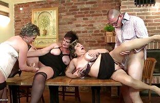 Hot babe trabalha videos eróticos hd com 2 pilas