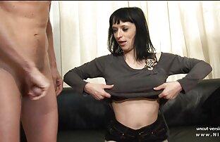 A Leyla vídeo pornô grátis com novinha masturba-se na banheira.