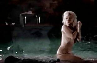 Tiras quero assistir vídeo de pornô grátis de adolescentes loiras doces e peças em lingerie delicada e meias cor-de-rosa